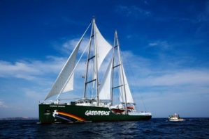 Greenpeace comemora 25 anos no Brasil com o navio Rainbow Warrior